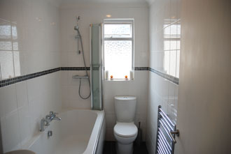 Bathroom - Furnished 1 bedroom flat to rent in Hove